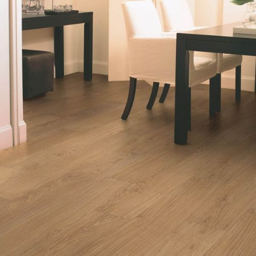 CLM1292_Roble_natural_barnizado_Quick_Step_Classic_Ambiente