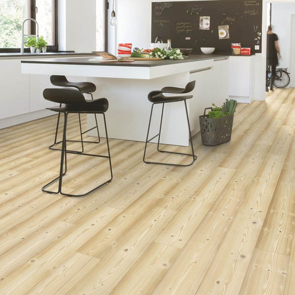 IM1860_Pino_natural_Quick_Step_Impressive_Ambiente
