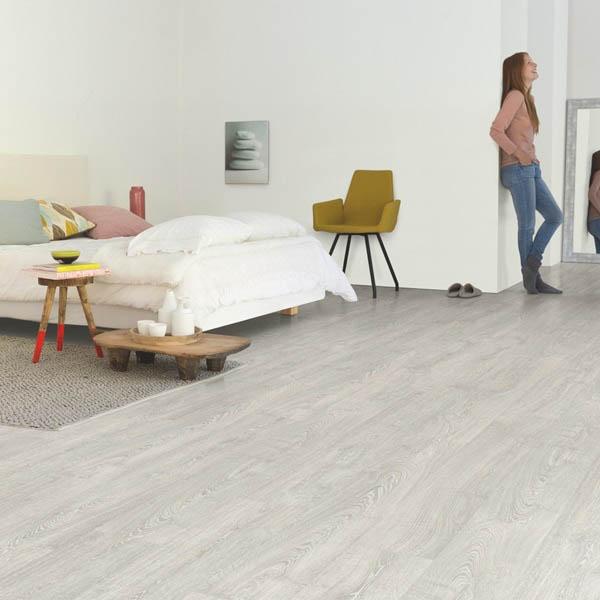 IM3560_Roble_clásico_gris_con_pátina_Quick_Step_Impressive_Ambiente