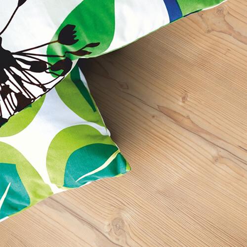 L0301-01810_Pino_Nórdico_Classic_Plank_Tarima_Pergo_Ambiente